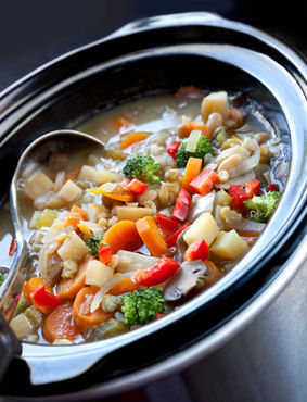 Slow cooker soup, chicken vegetable soup, vegetable soup, how to make chicken vegetable soup in your slow cooker