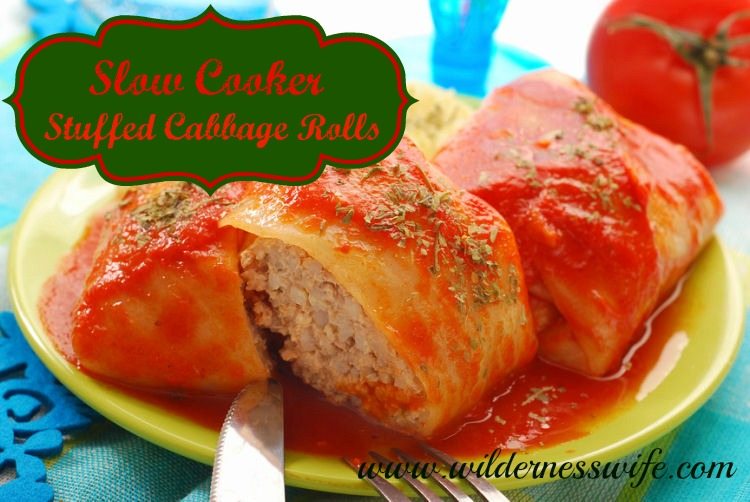 2 stuffed cabbage rolls from our Stuffed cabbage roll recipe on a green plate