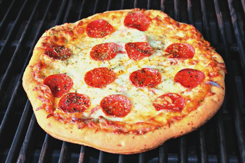 finished-grilled-pizza