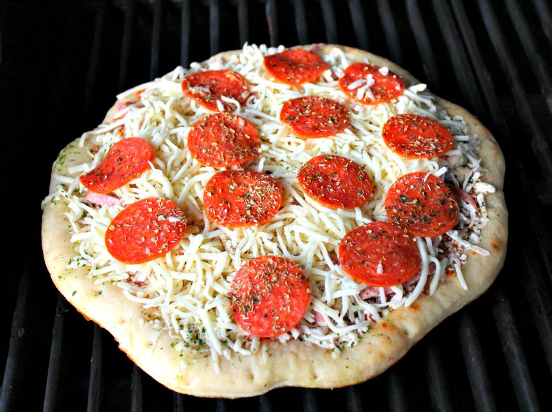 uncooked-grilled-pizza